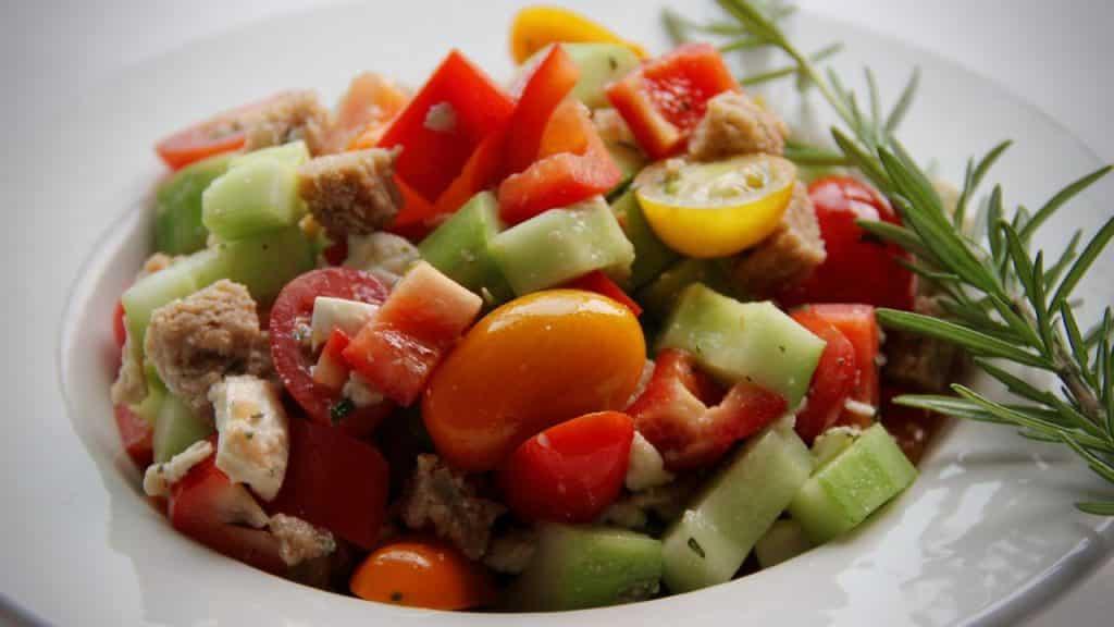 Vegetarische bijgerechten - Panzanella met mozzarella