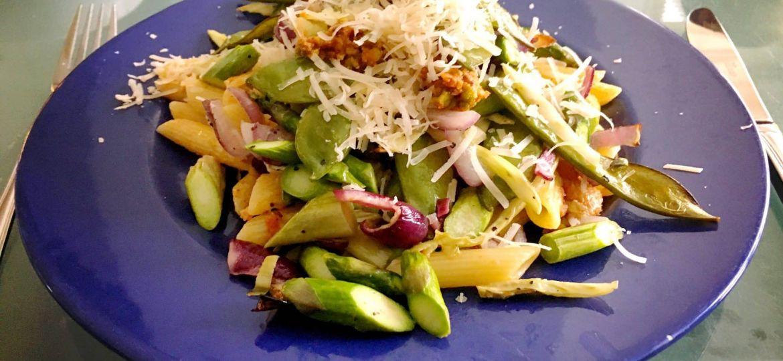 Penne met groenten en pistachepesto