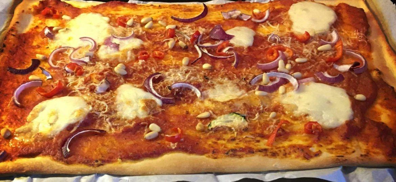 Pizza peper ui mozzarella geitenkaas