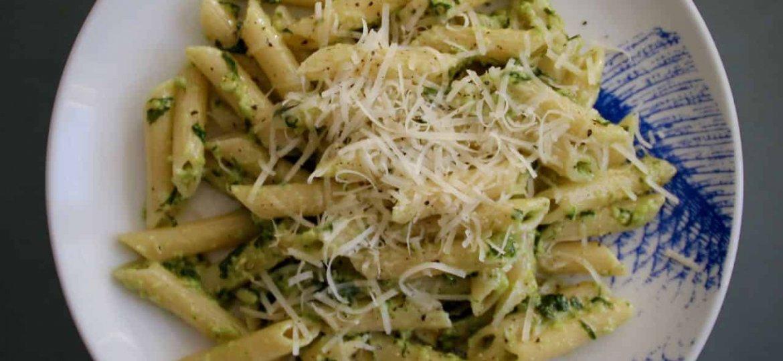 Penne met verse basilicum pesto recept boven