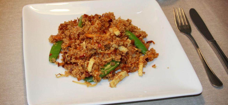 Quinoa met Indonesische roerbak en ei recept