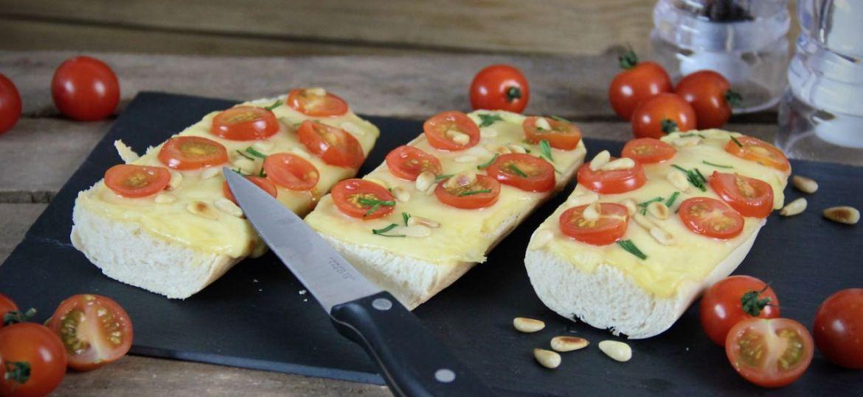 Stokbrood kaas tomaat maken 1