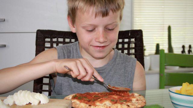 Naanpizza met paprika en mozzarella recept 3