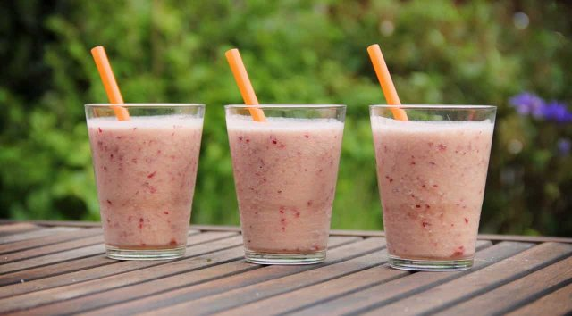 Smoothie met rode druif en ananas recept