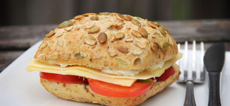 Ontbijt en lunch - Broodje met kruidenroomkaas recept