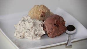 Roomijs met Stracciatella koffie slagroom dessert