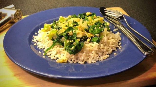 Vegetarische spinazie selderij roerbakschotel met zilvervliesrijst recept