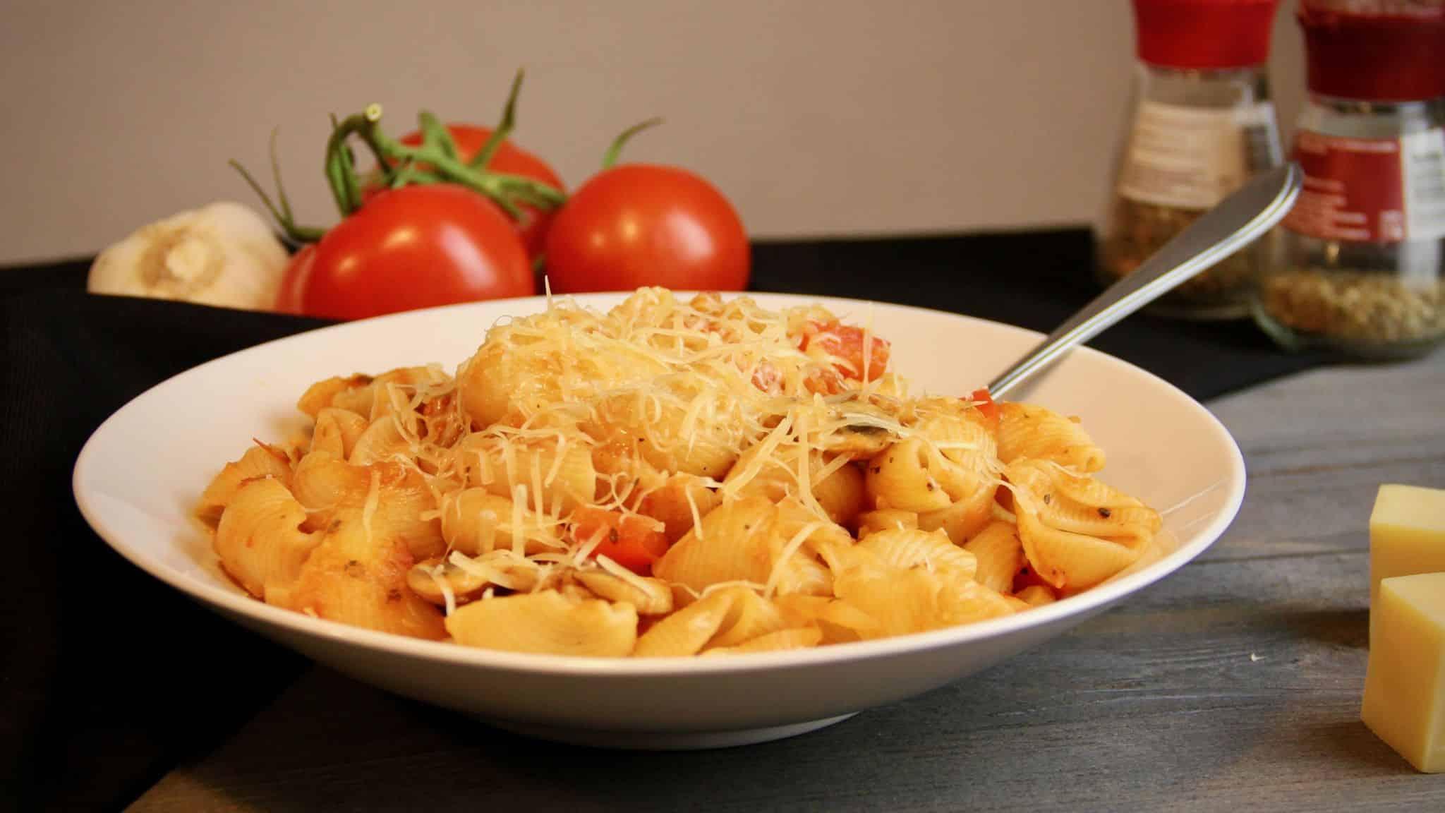 Pasta met paprika en champignons recept