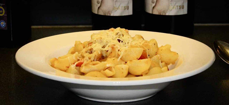 Pipe rigate met paprika en champignons en zelfgemaakte tomatensaus recept