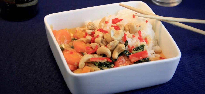 Thaise curry met groenten cashewnoten en jasmijnrijst recept