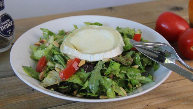 Salade met geitenkaas honing en pijnboompitten v3 1
