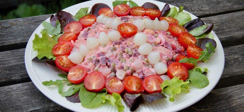 Vegetarische huzarensalade met rode biet recept