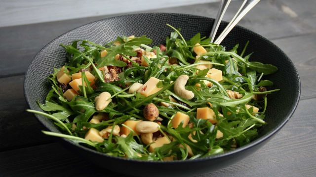 Salade met Old Amsterdam en noten mrt 2020 1