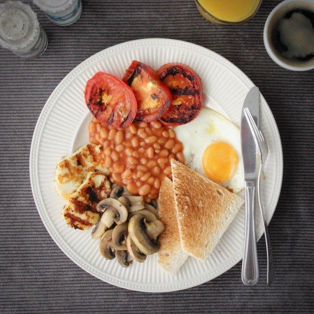 Vegetarisch Engels ontbijt recept boven