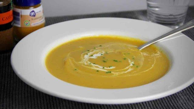 Kruidige pompoensoep met wortel en ui recept 2