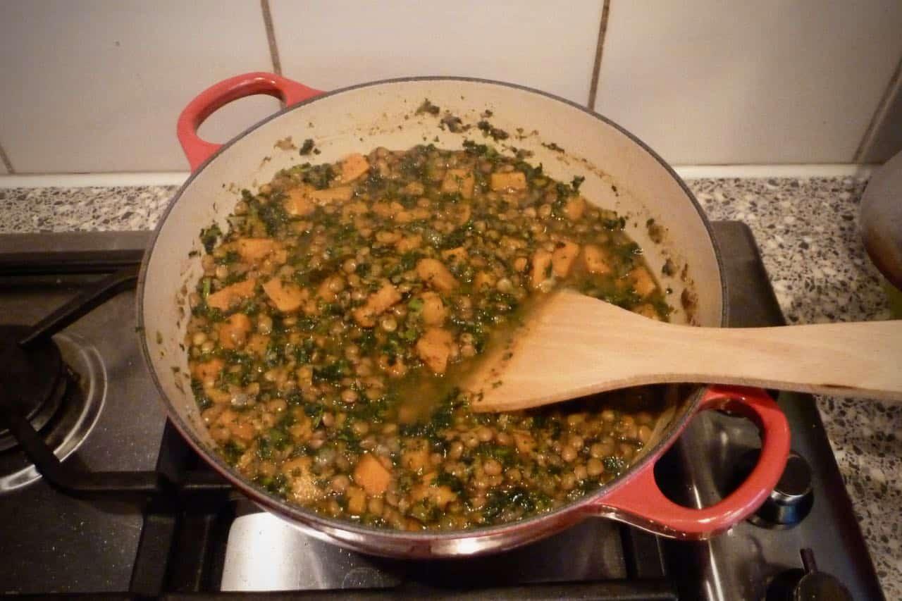 Zoete aardappel curry met linzen recept pan