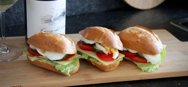 Broodje gezond recept op plank