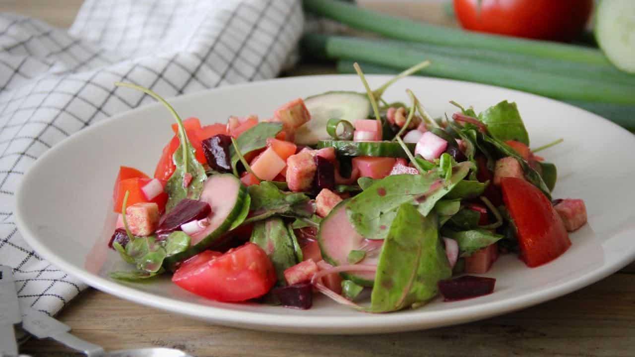 Salade met rode biet en honing mosterd vinaigrette 1