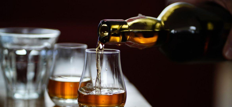 Soorten Whisky of Whiskey inschenken