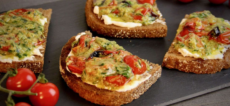 Toast met burrata tomaat en pesto recept 1